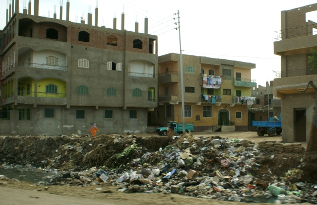 In Ägypten habe ich vor einigen Jahren solche Müllberge in Wohnvierteln fotografiert.