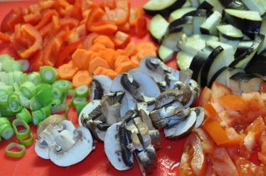 Ratatouille-Aubergine-Zwiebel-Tomate-Paprika-Möhre-Champignons-Frühlingszwiebel-Schnittlauch-2