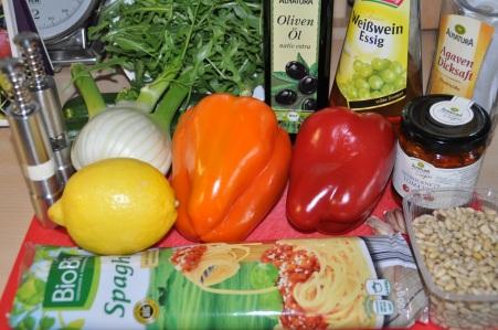 Nudelsalat mit mediterranem Gemüse-Zucchini-Paprika-Fenchel-Tomaten-Pesto7