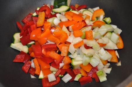 Nudelsalat mit mediterranem Gemüse-Zucchini-Paprika-Fenchel-Tomaten-Pesto6