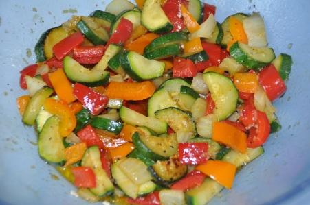 Nudelsalat mit mediterranem Gemüse-Zucchini-Paprika-Fenchel-Tomaten-Pesto4
