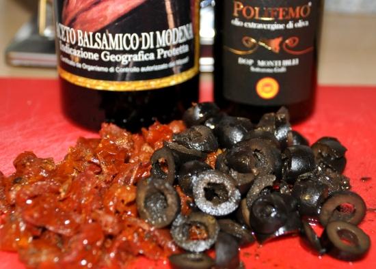 Spargeltoast mit Tomaten und Oliven (2)