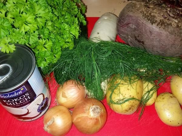 Rote-Bete-Suppe-mit-Kartoffeln-Zucchini-Meerrettich (3)