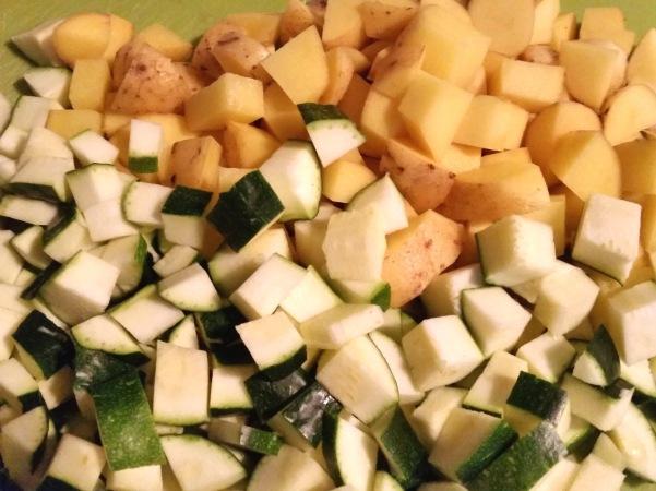 Rote-Bete-Suppe-mit-Kartoffeln-Zucchini-Meerrettich (5)