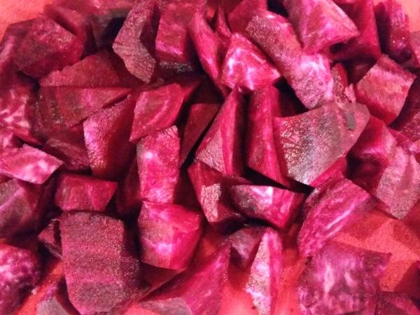 Rote-Bete-Suppe-mit-Kartoffeln-Zucchini-Meerrettich (6)