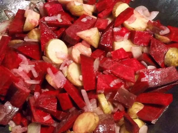 Rote-Bete-Curry mit Romanesco und Kichererbsen 2