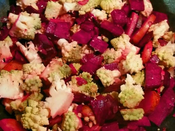 Rote-Bete-Curry mit Romanesco und Kichererbsen 3
