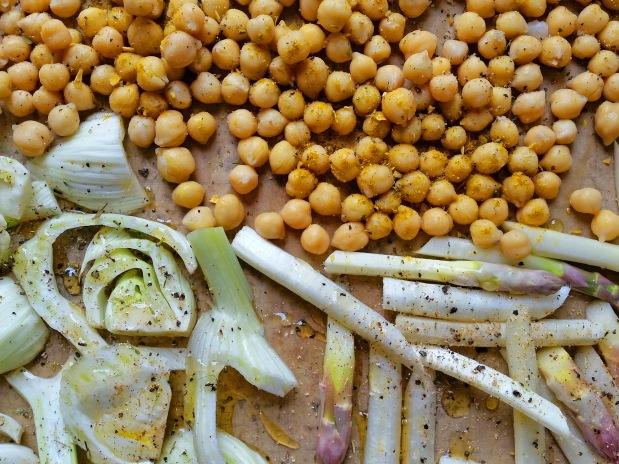 Baerlauchpueree an gebackenem Spargel und Fenchel mit Kichererbsen 3