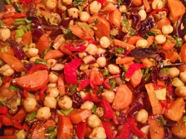 moehren-rotkohl-curry-mit-kichererbsen-und-paprikastreifen-3